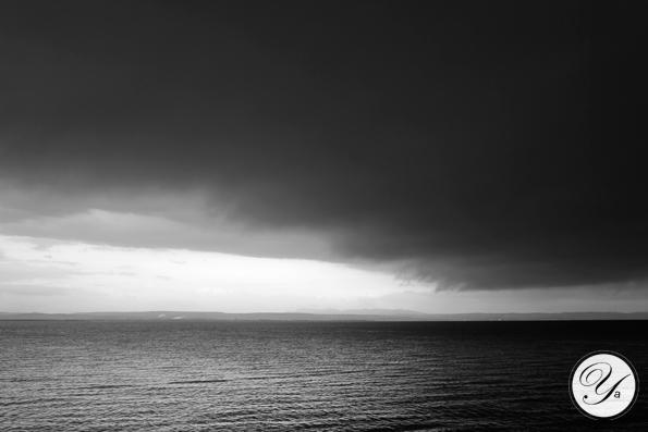 Étang de Berre sous l'orage.